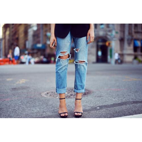 Рваные джинсы – стильно